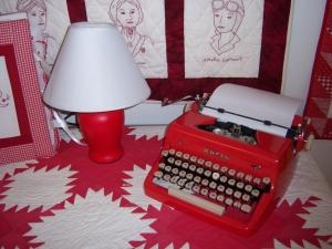studio_redandwhite_typewriter_300